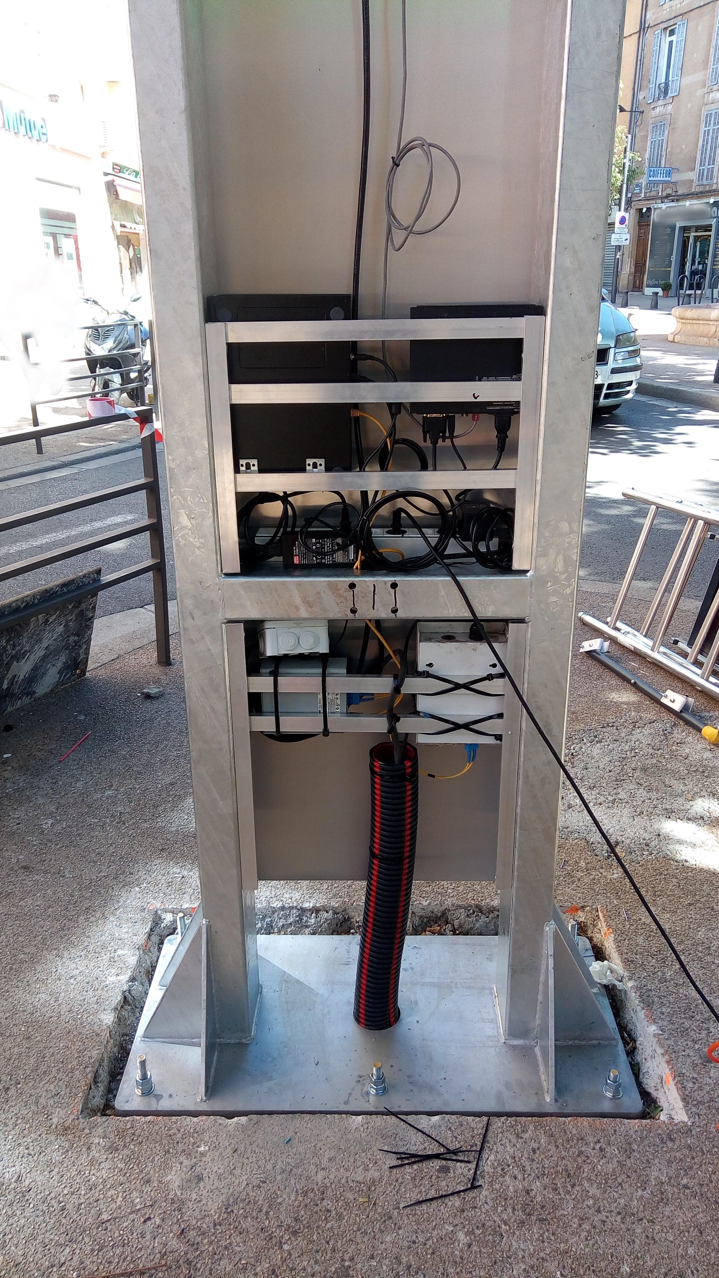 pylône et support pied pour écran géant LED extérieur